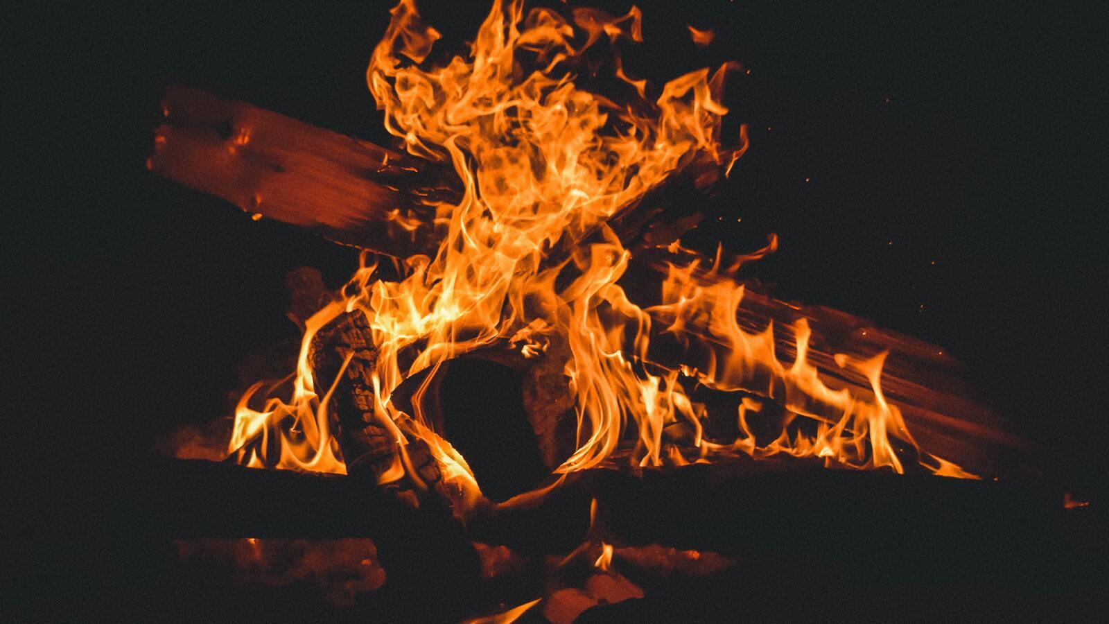 bonfire-campfire-burning-5k-bp.jpg