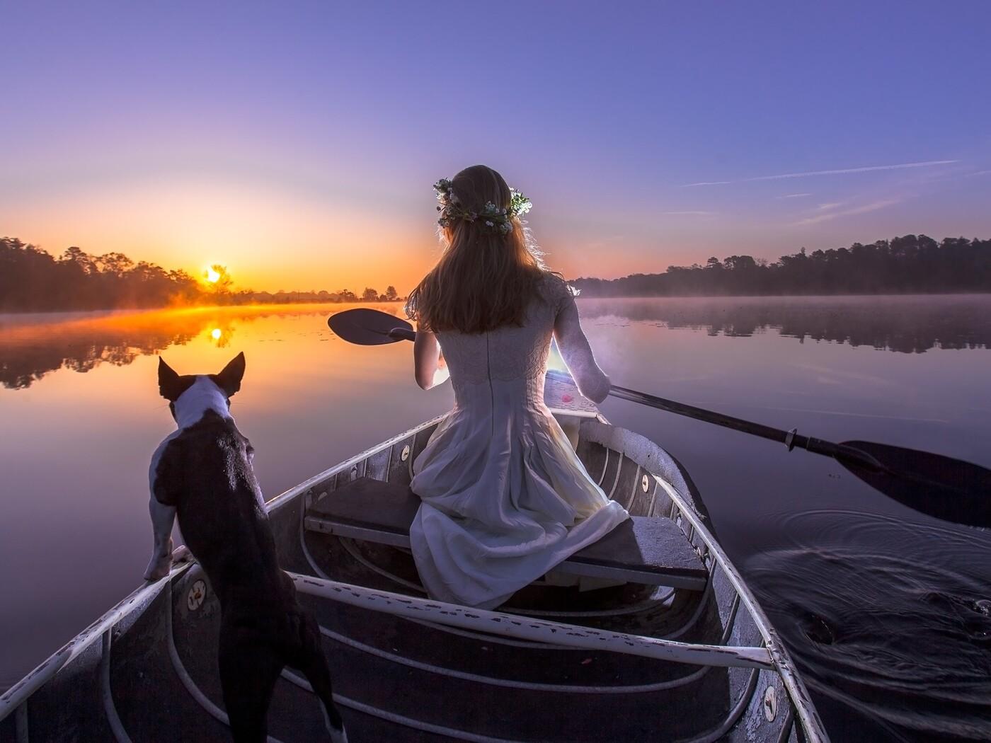 bride-with-dog-on-boat-av.jpg
