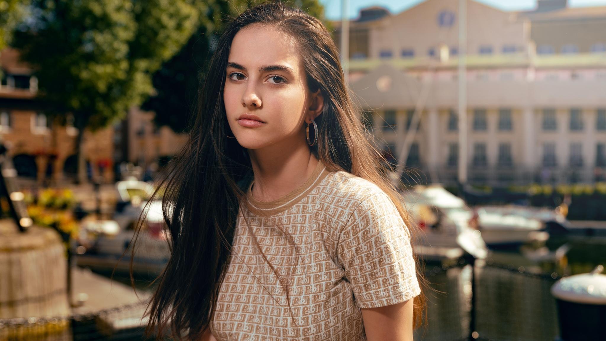 brown-hair-girl-glanced-4k-cm.jpg