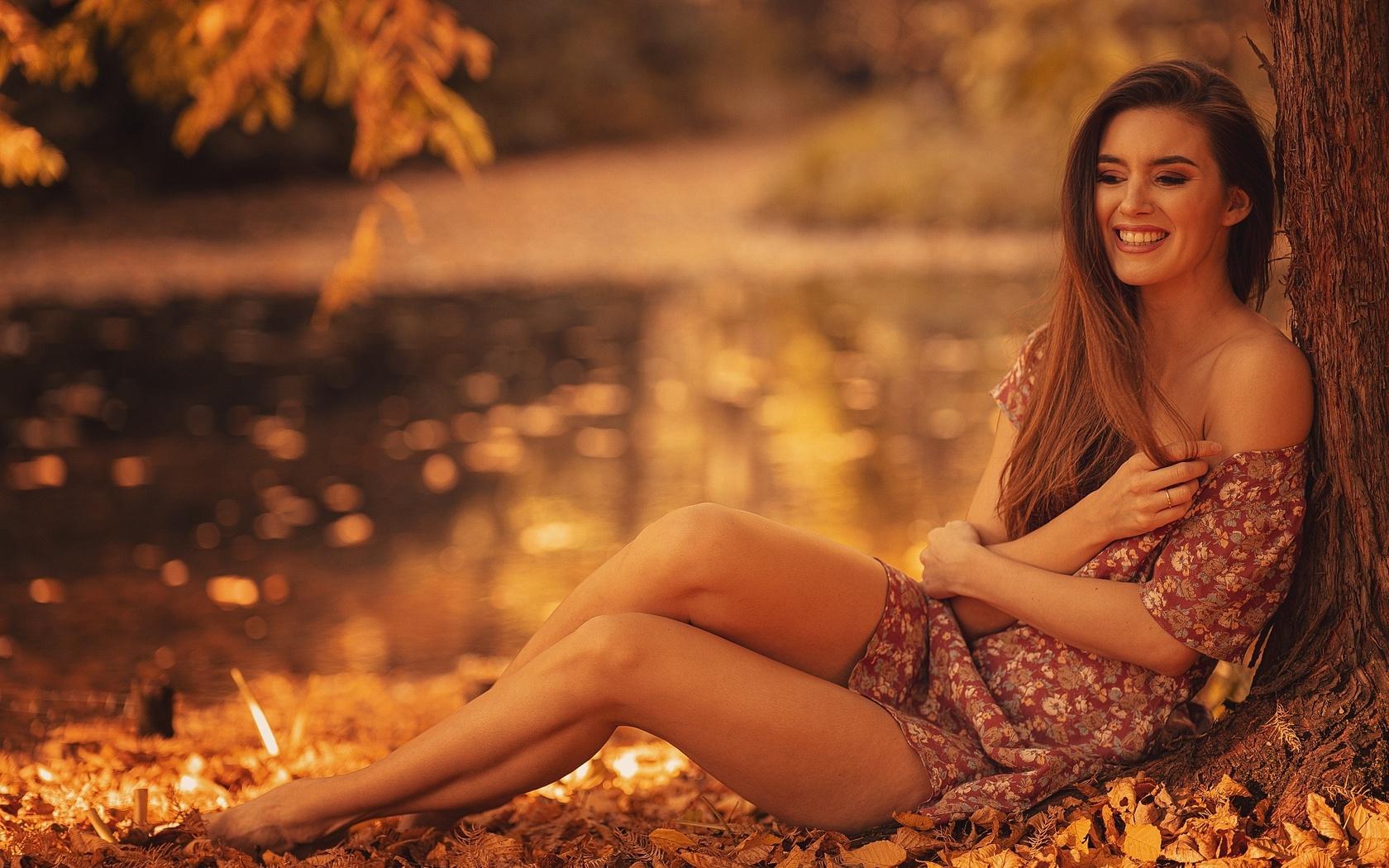 brunette-girl-autumn-season-smiling-gv.jpg