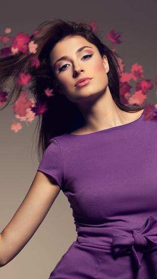 brunette-girl-foliage-8k-01.jpg
