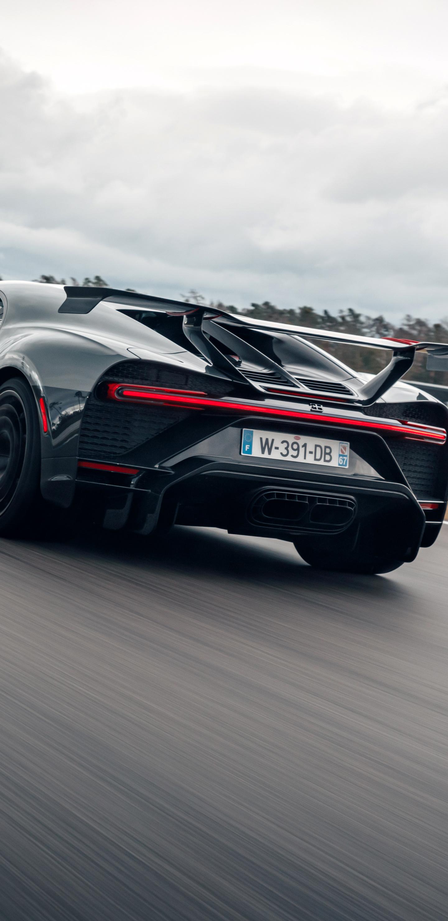 bugatti-chiron-pur-sport-rear-7e.jpg