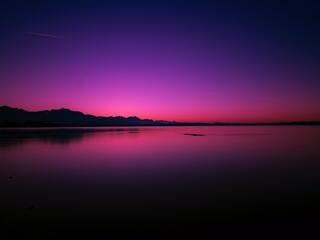 calm-water-body-pink-evening-4k-54.jpg