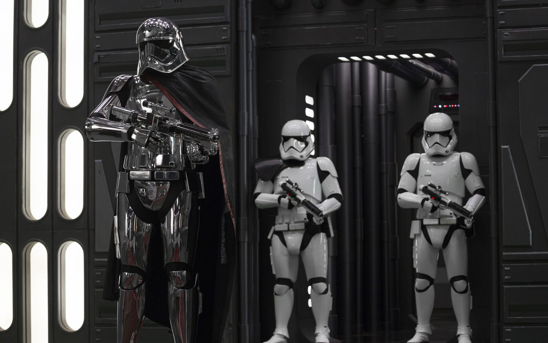 captain-phasma-in-star-wars-the-last-jedi-7i.jpg