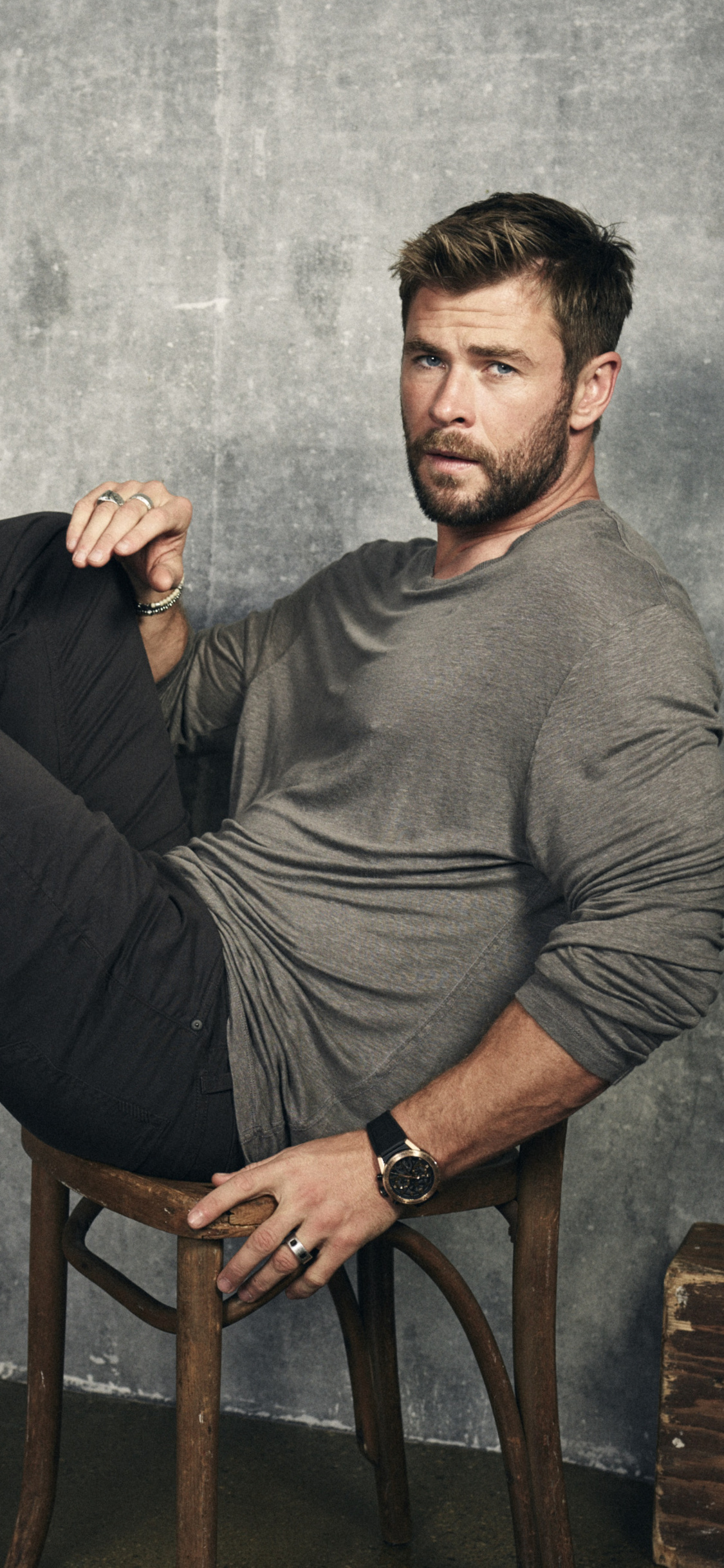 1125x2436 Chris Hemsworth 2017 Photoshoot Iphone Xsiphone 10iphone