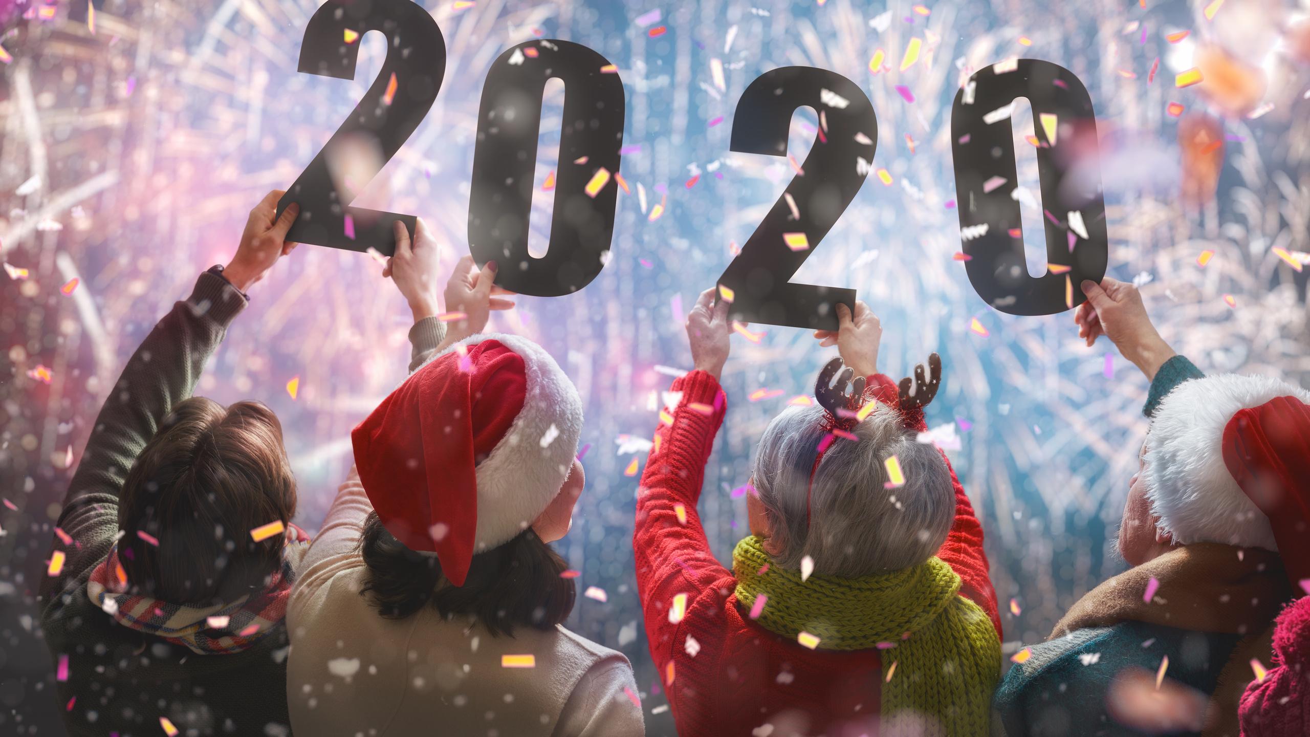 christmas-people-2020-hands-back-view-5k-mx.jpg