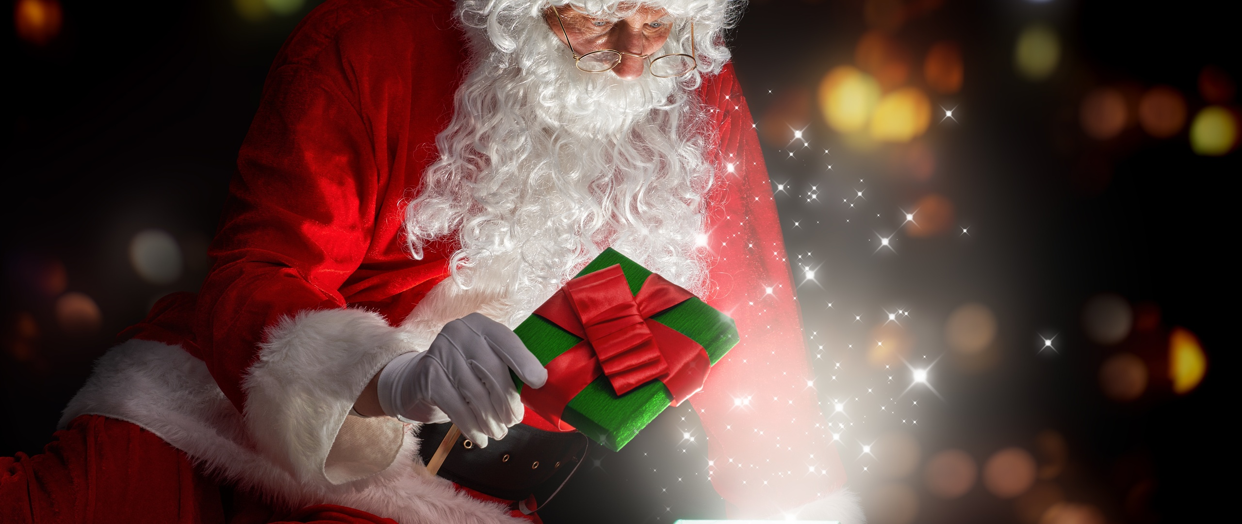 christmas-santa-claus-opening-gifts-1z.jpg