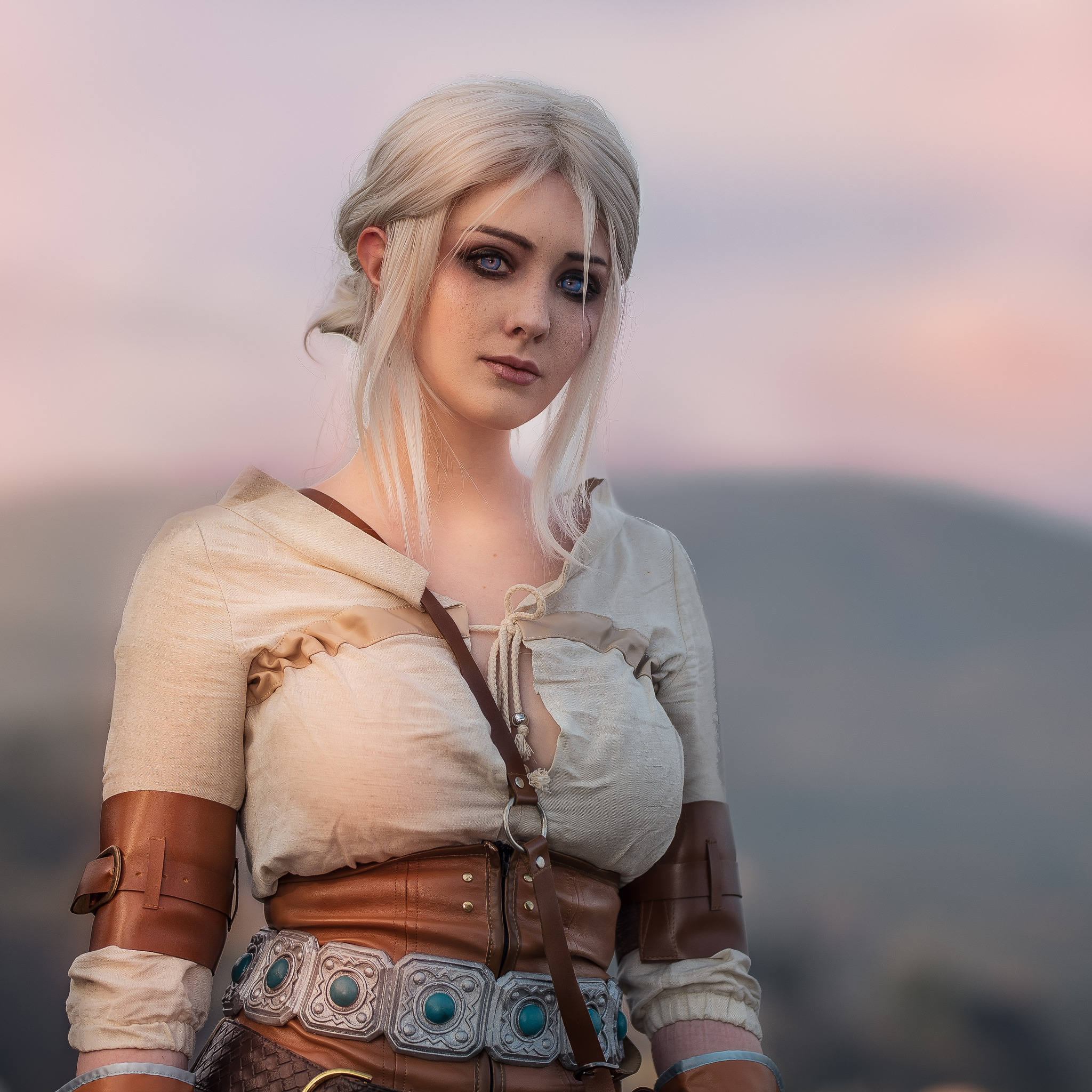 [img]https://hdqwalls.com/download/ciri-the-witcher-cosplay-p8-2048x2048.jpg[/img]