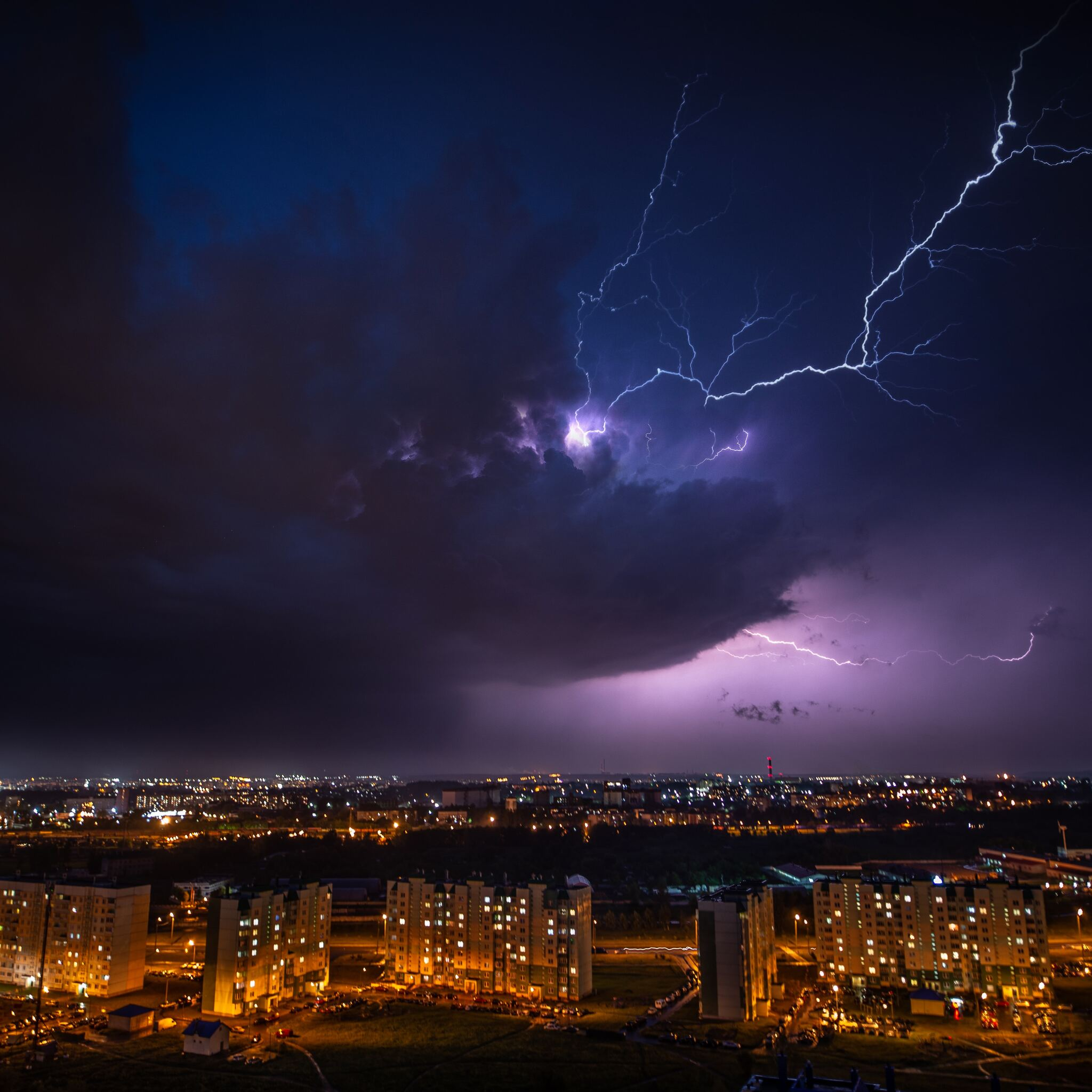 cityscape-lightning-under-purple-sky-5k-po.jpg
