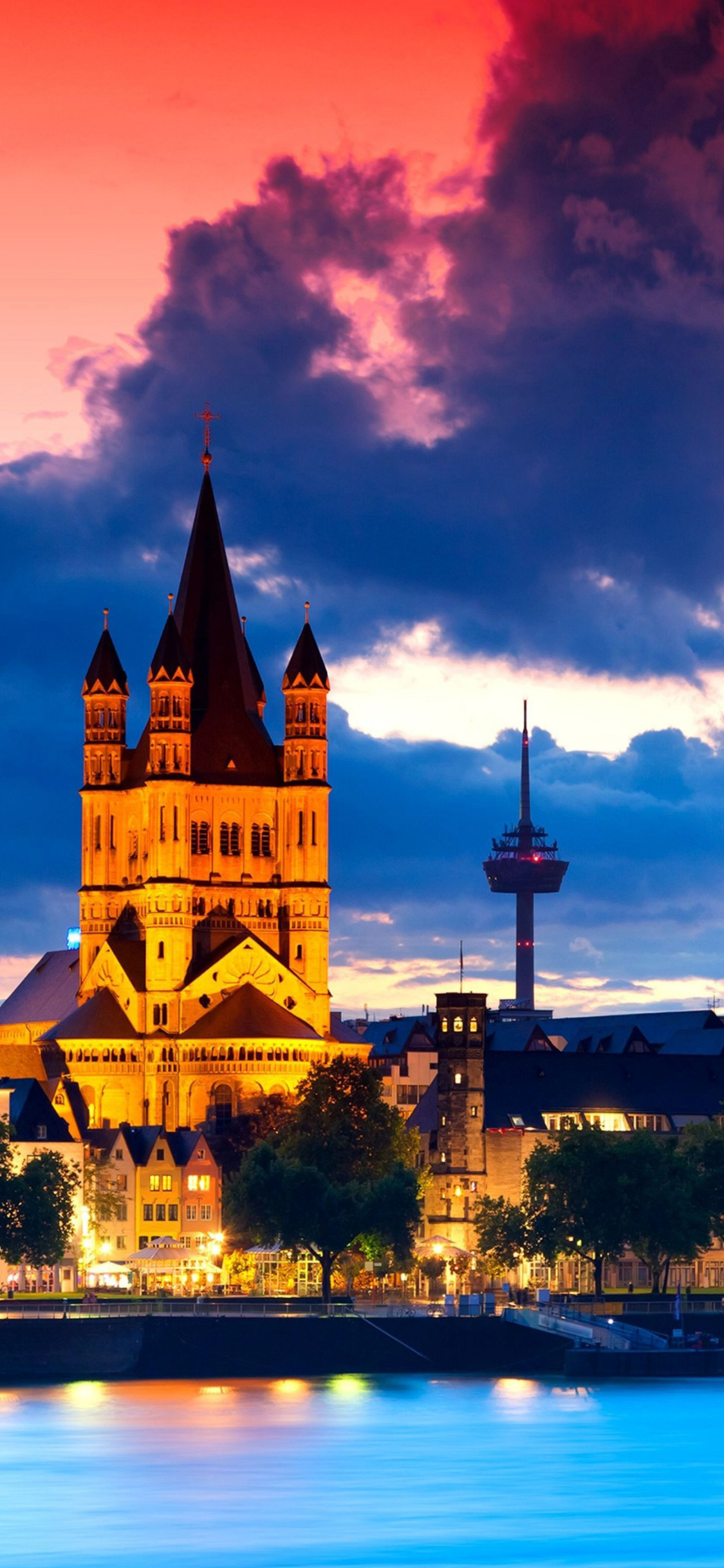 cologne-cathedral-in-gemany-4k-fe.jpg