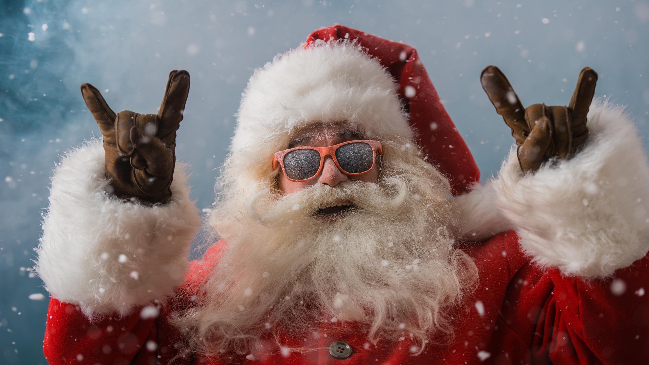 cool-santa-claus-4k-qb.jpg