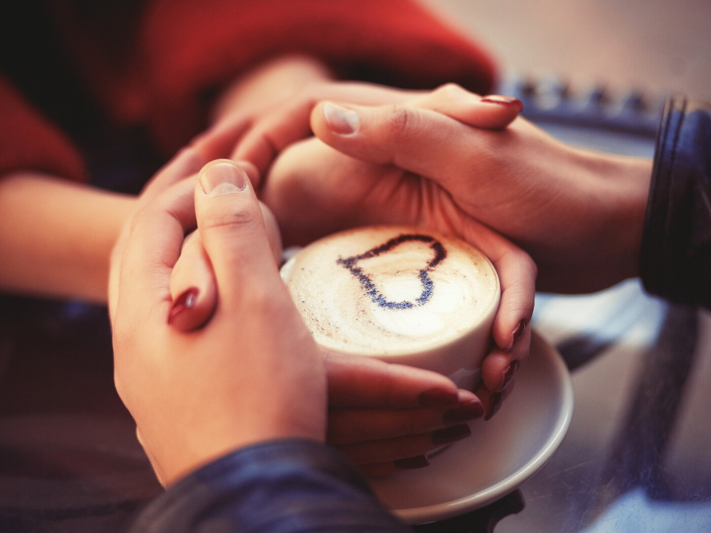 couple-holding-hands-at-coffee-4k.jpg