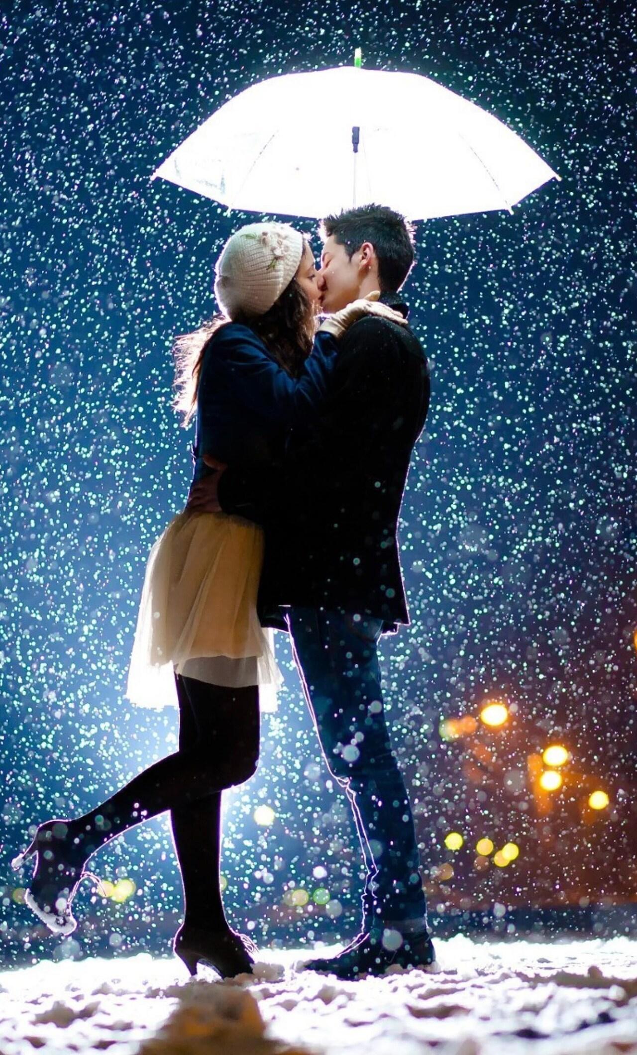 couple-kiss-in-snow.jpg