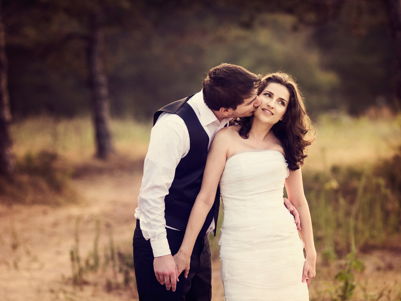 couple-kissing-image.jpg