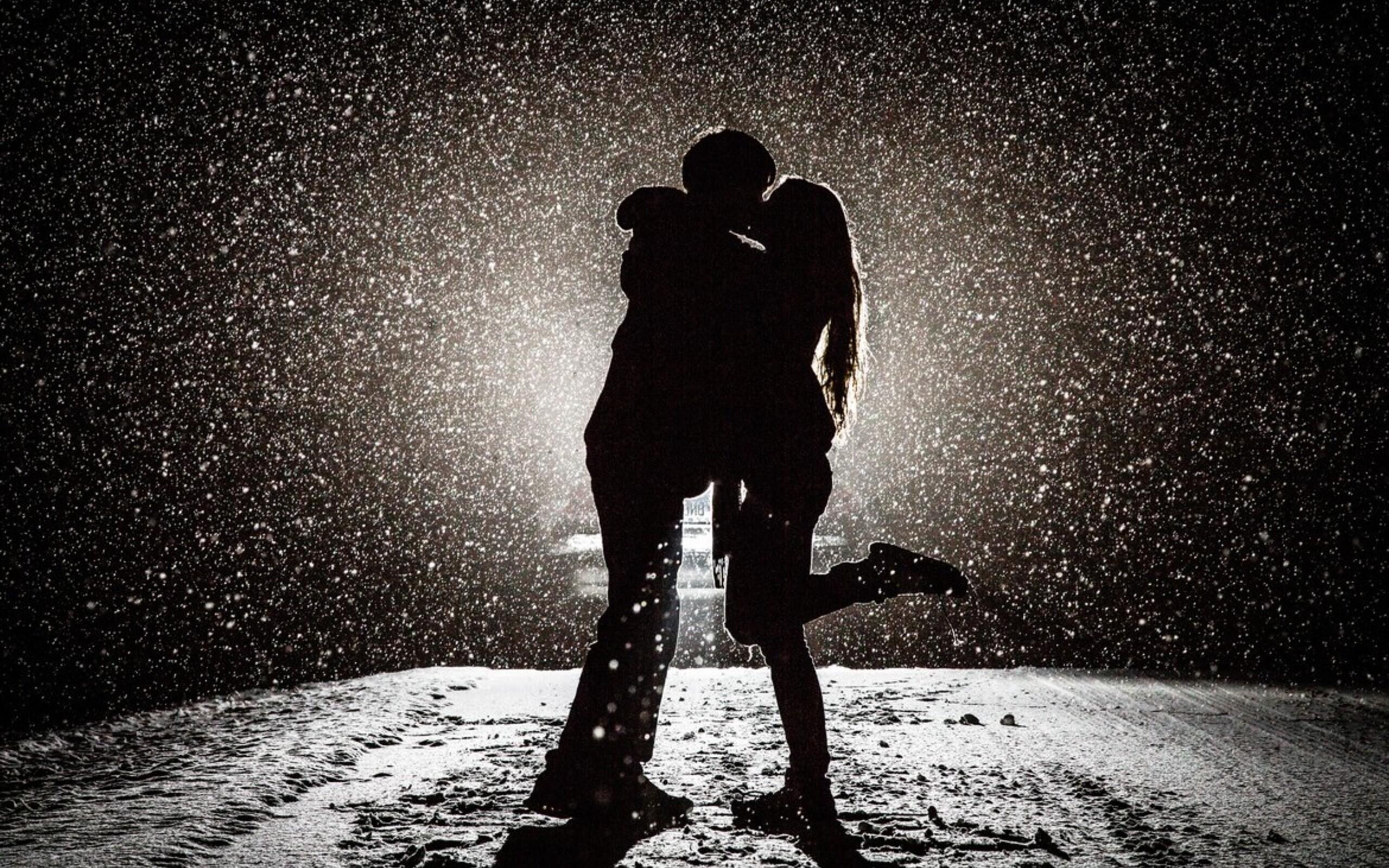 couple-kissing-in-snow.jpg
