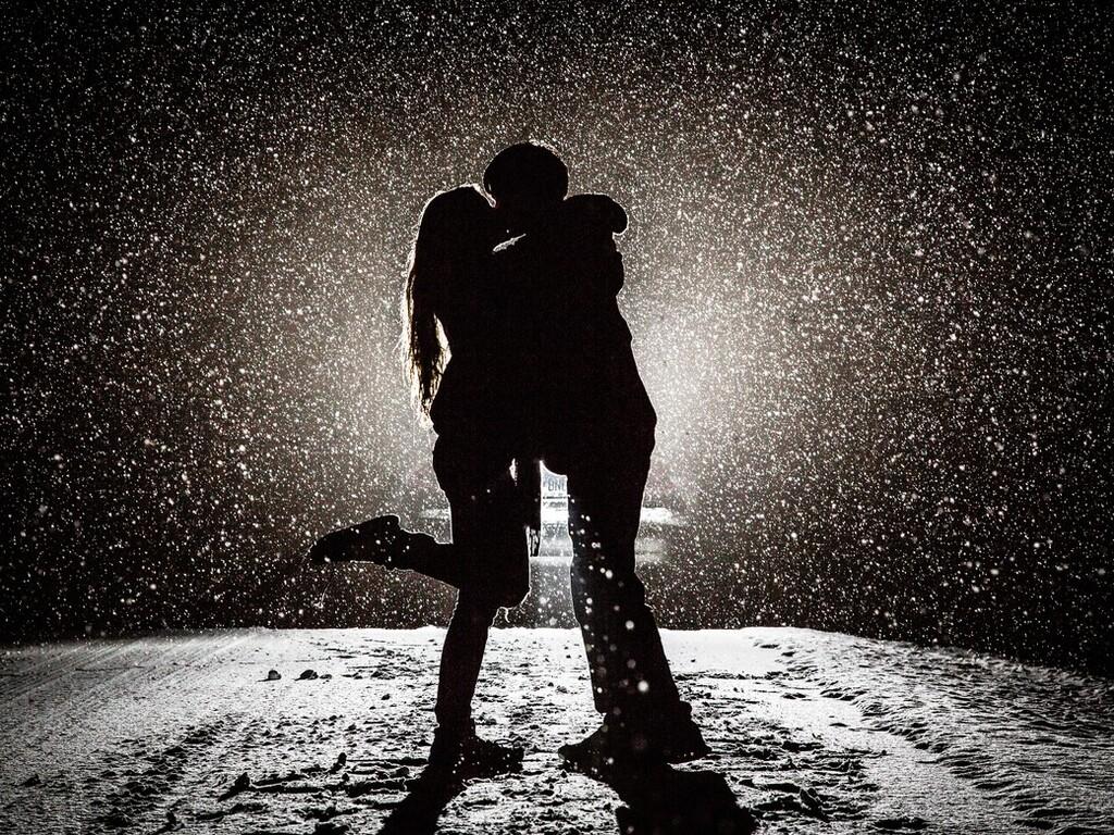 couple-kissing-in-snow-night.jpg