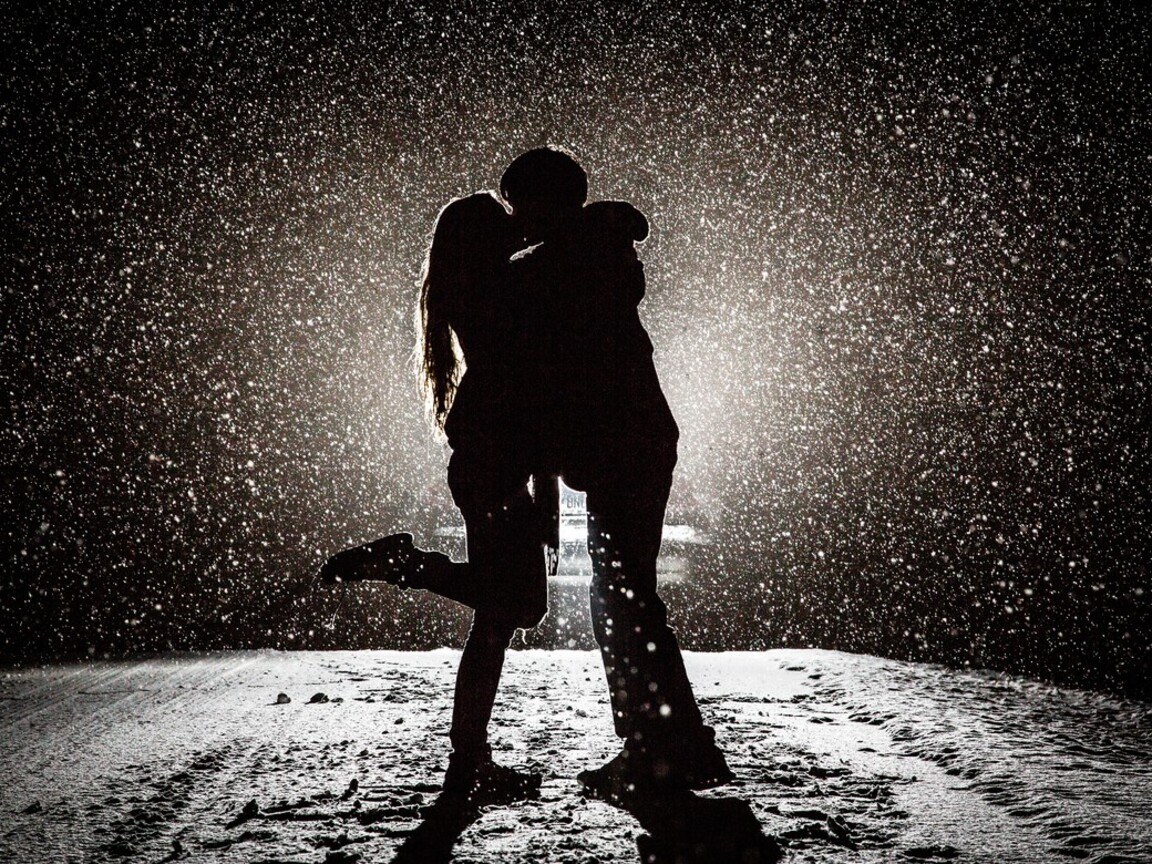 couple-kissing-in-snow-night.jpg