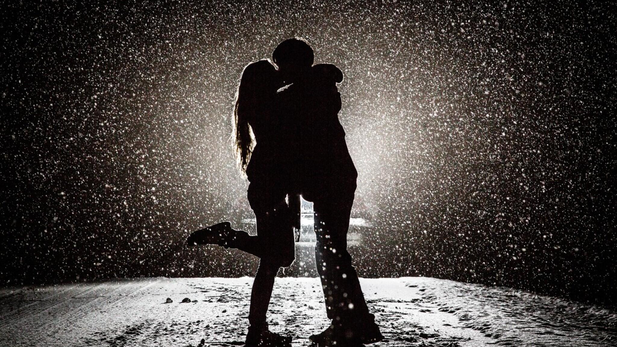 2048x1152 couple kissing in snow night 2048x1152 - 4k kiss wallpaper ...