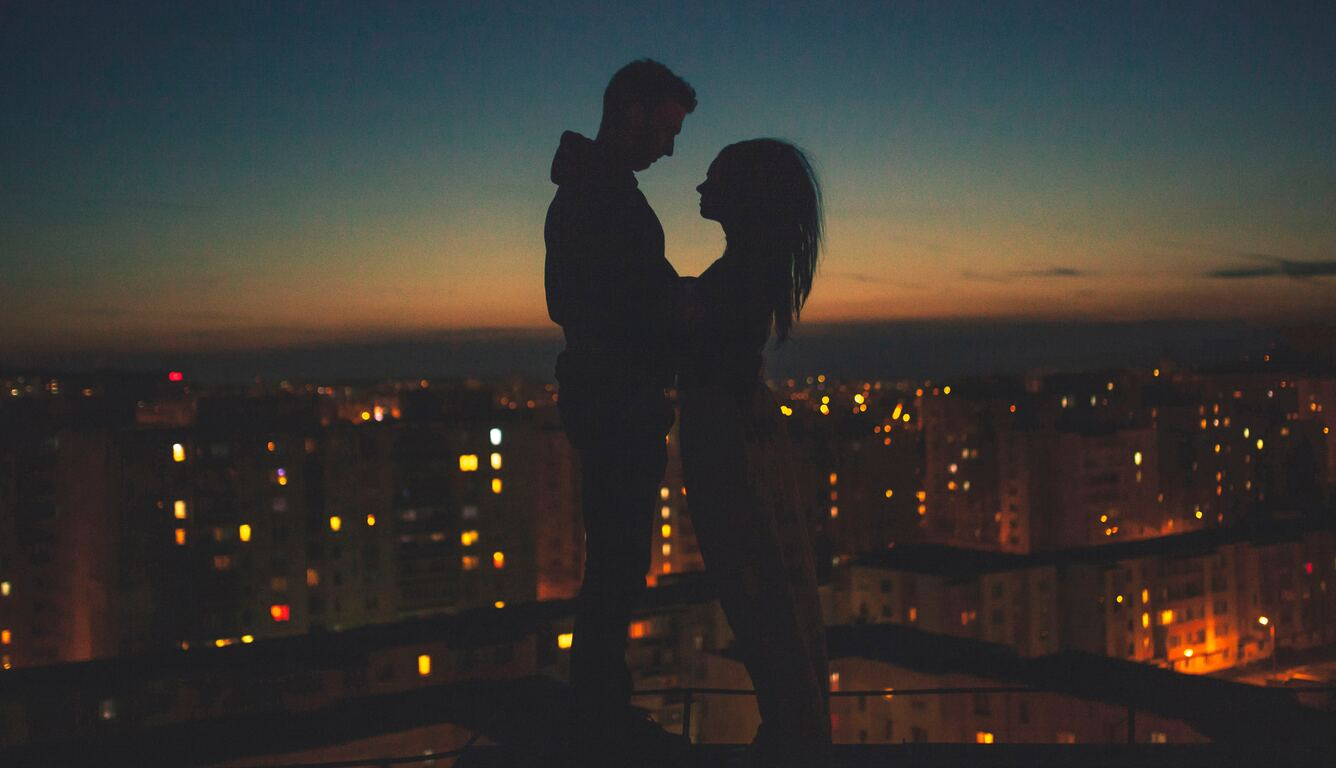 couple-silhouette-city-view-behind-24.jpg