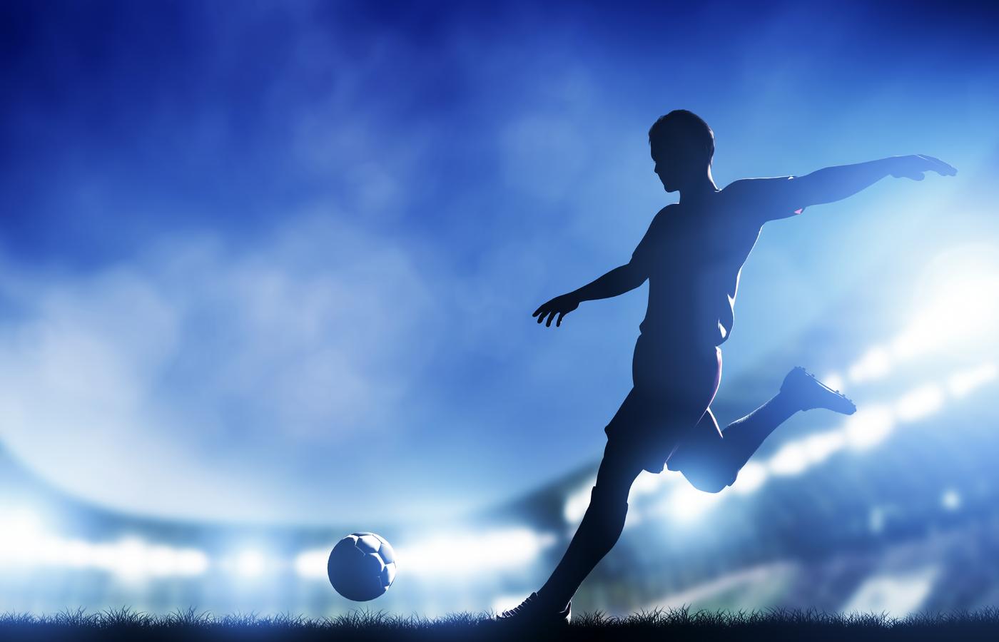 cristiano-ronaldo-kicking-football-27.jpg