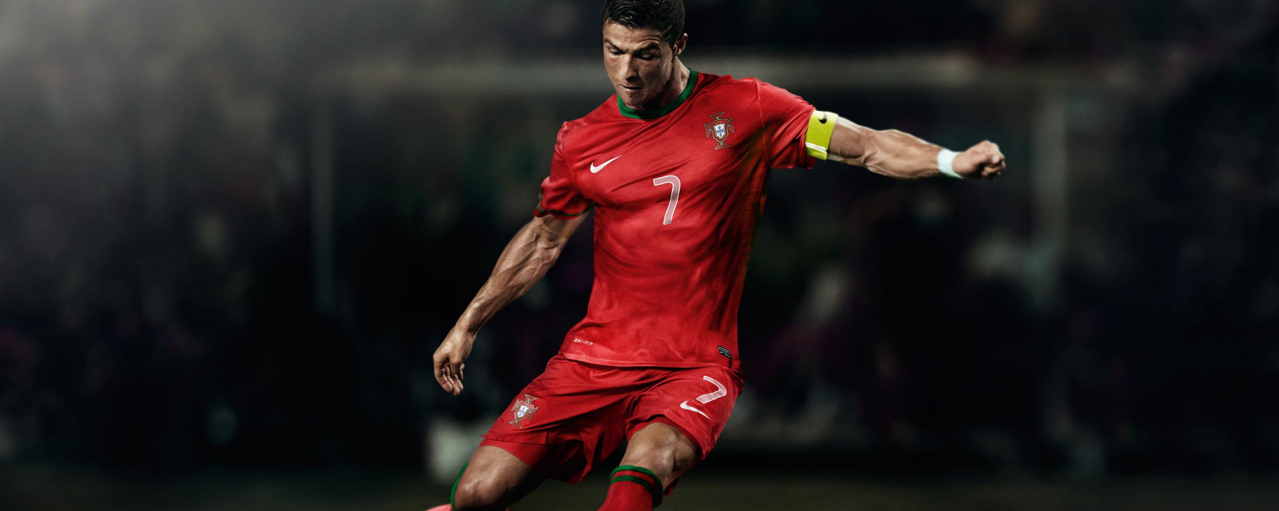 cristiano-ronaldo-soccer-player-8k-16.jpg