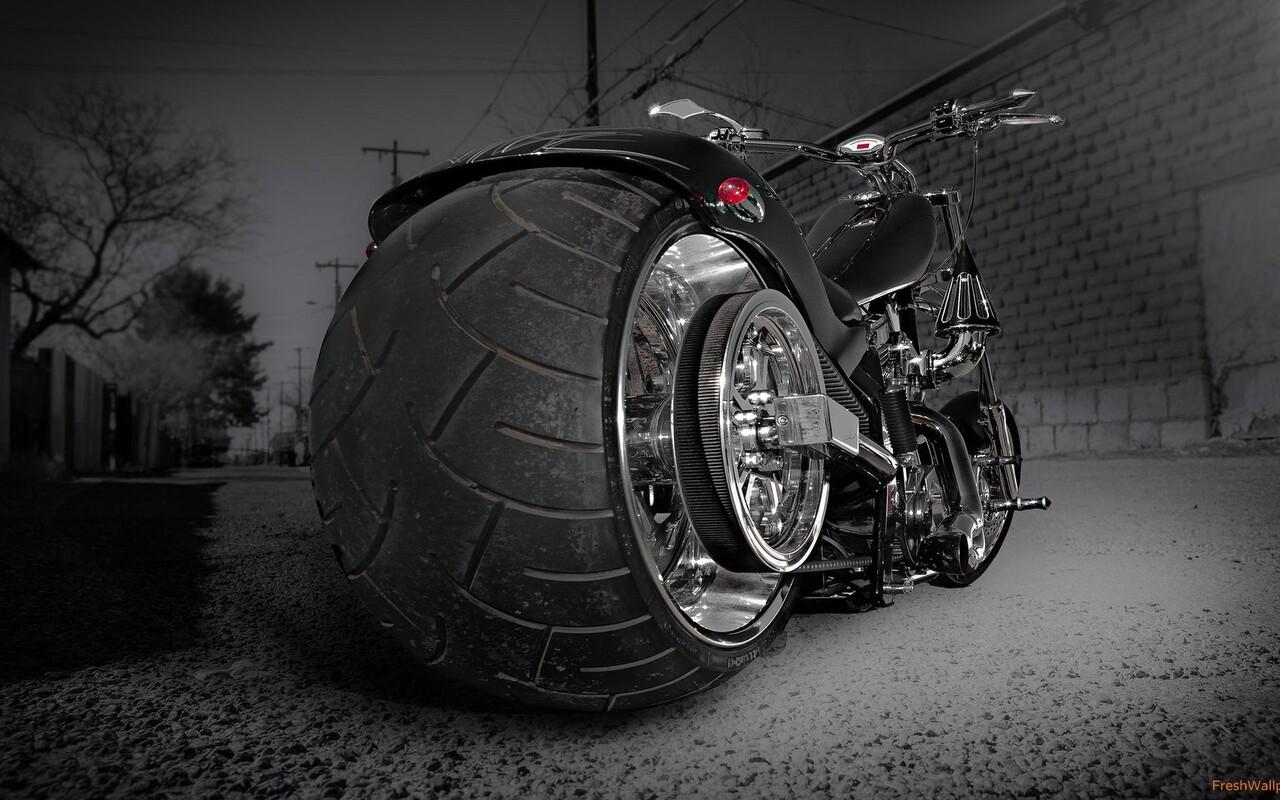 custom-chooper-wide-tyre.jpg