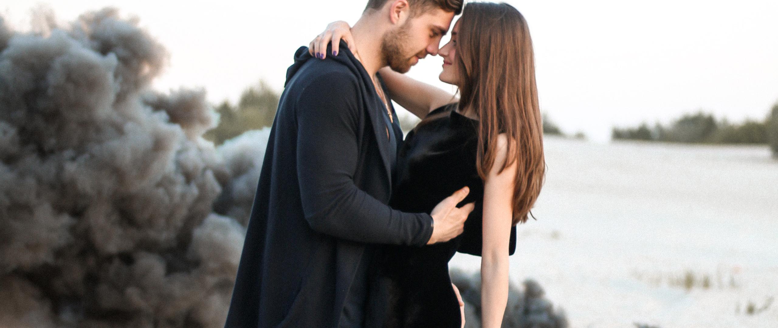 cute-couple-black-clothing-beach-side-iy.jpg