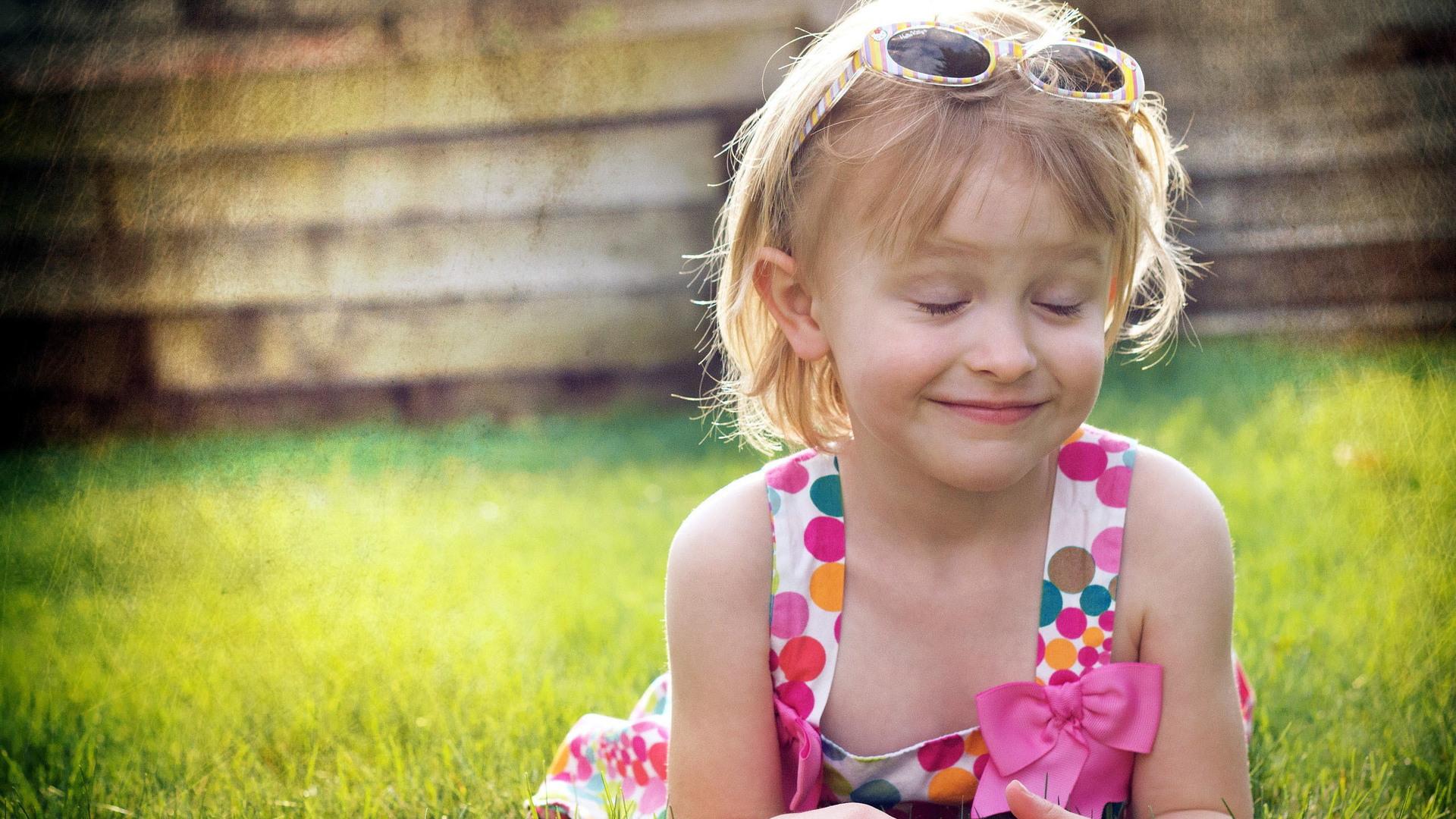 1920x1080 Cute Little Girl Laptop Full HD 1080P HD 4k