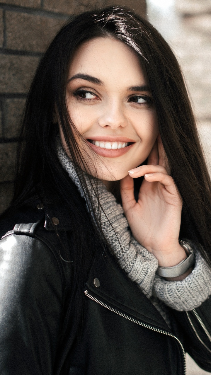 cute-model-black-hair-smiling-4k-0b.jpg