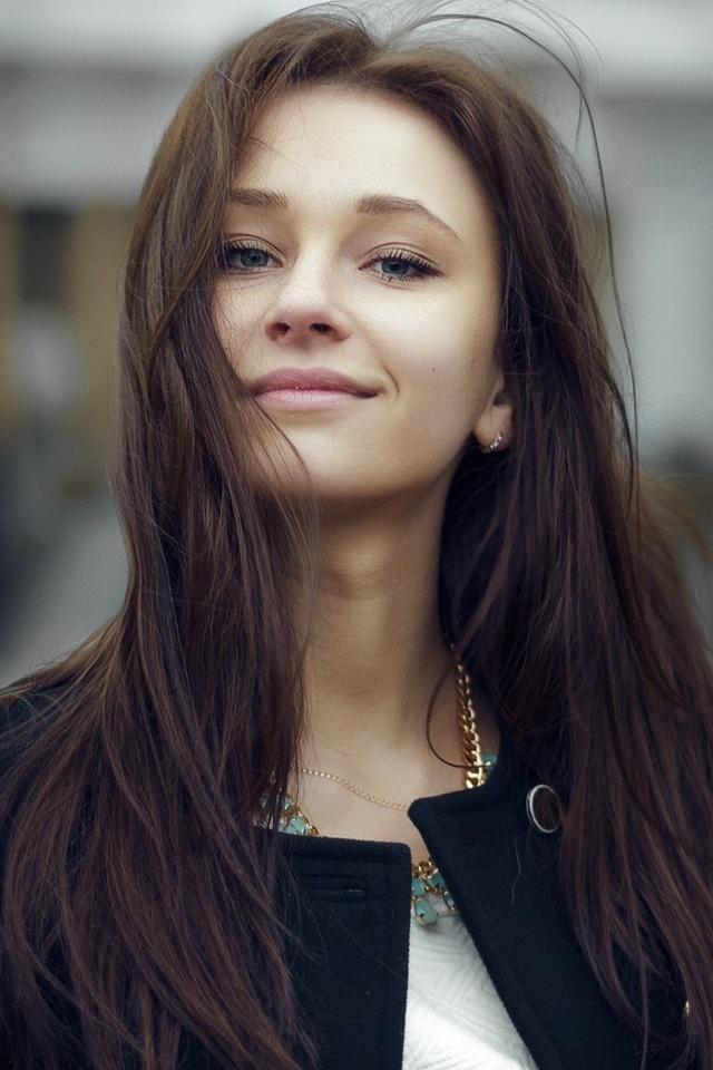cute-smiling-girl-looking-dv.jpg