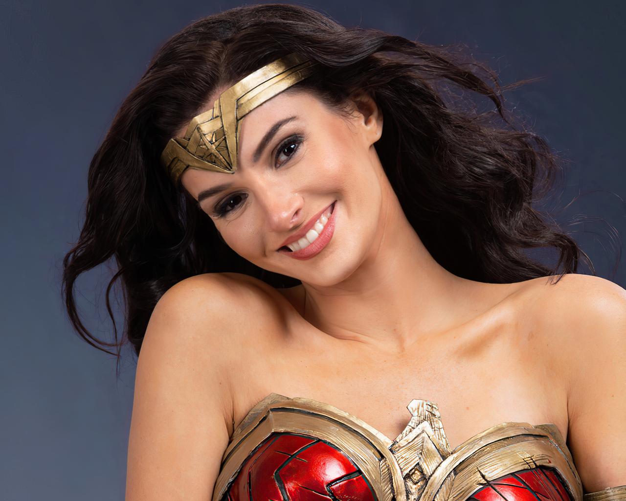 cute-wonder-woman-smiling-cosplay-4k-6n.jpg