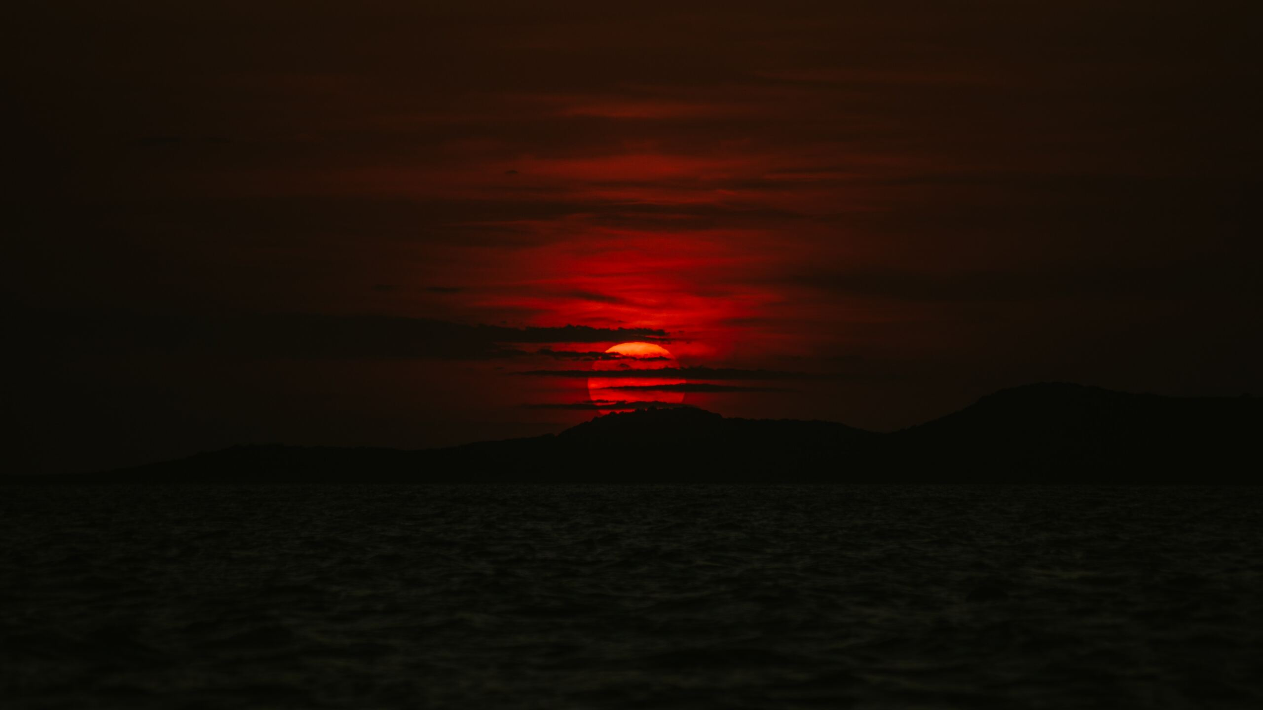 dark-sunset-sea-5k-8f.jpg