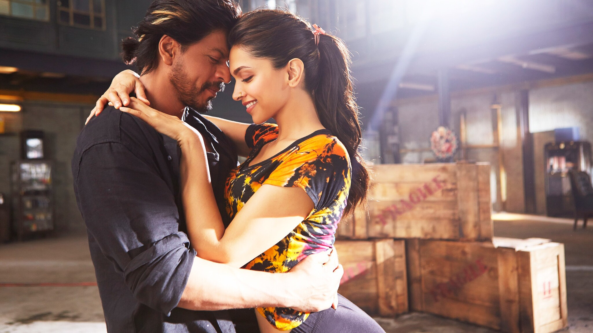 2048x1152 Deepika Shah Rukh Khan In Happy New Year Movie 2048x1152