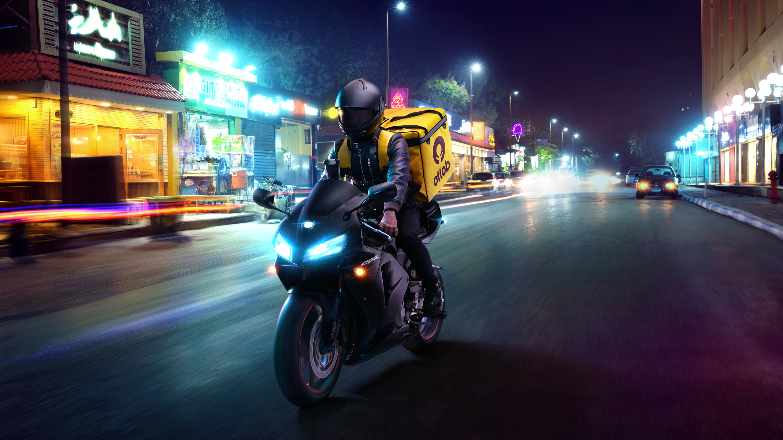 delivery-boy-4k-6z.jpg
