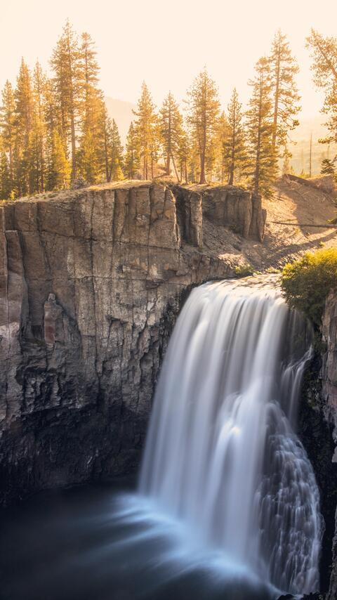 devils-postpile-national-monument-waterfall-vh.jpg