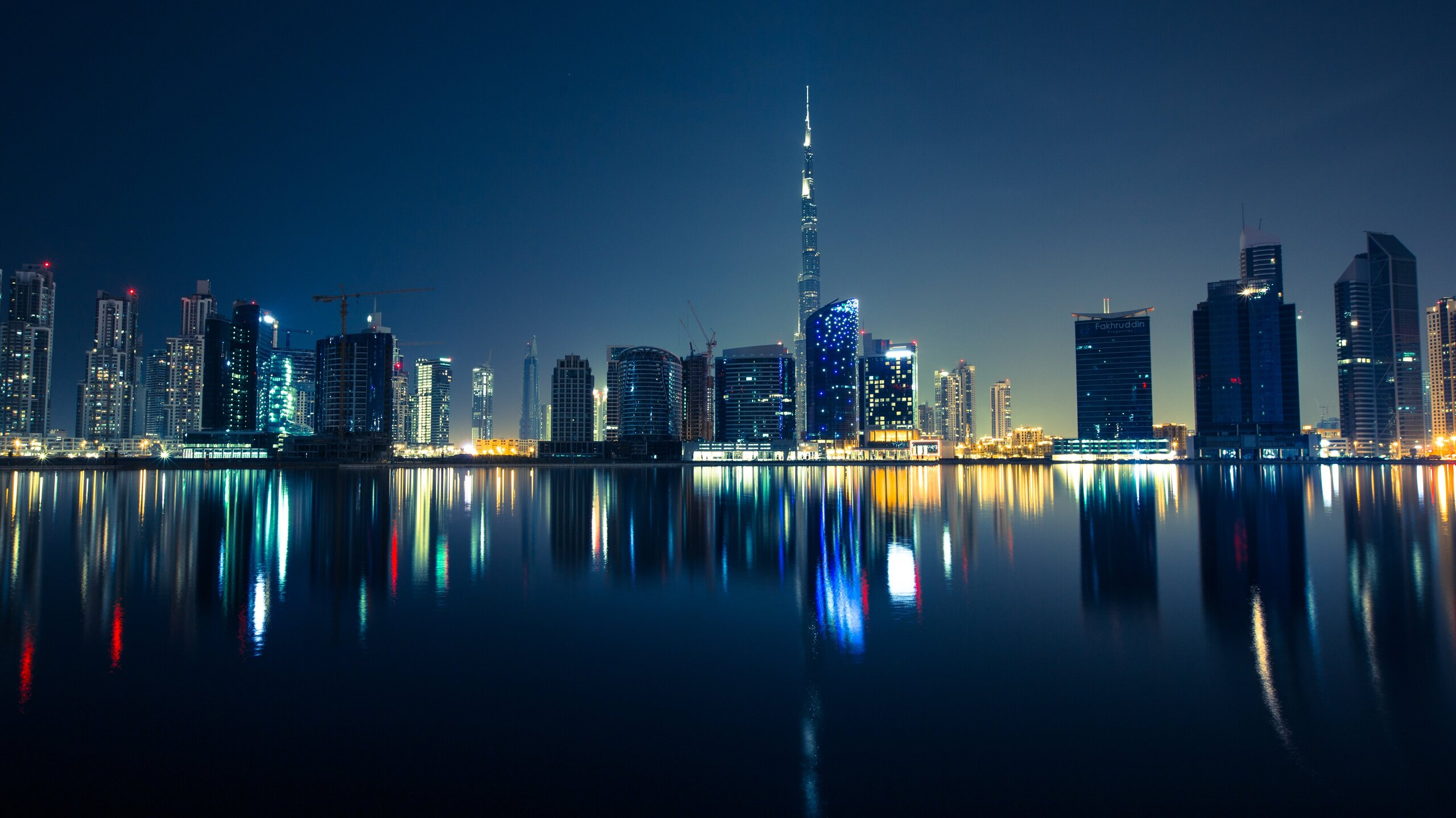 dubai-skyscrapers-emirates-uae-night-5k-r3.jpg