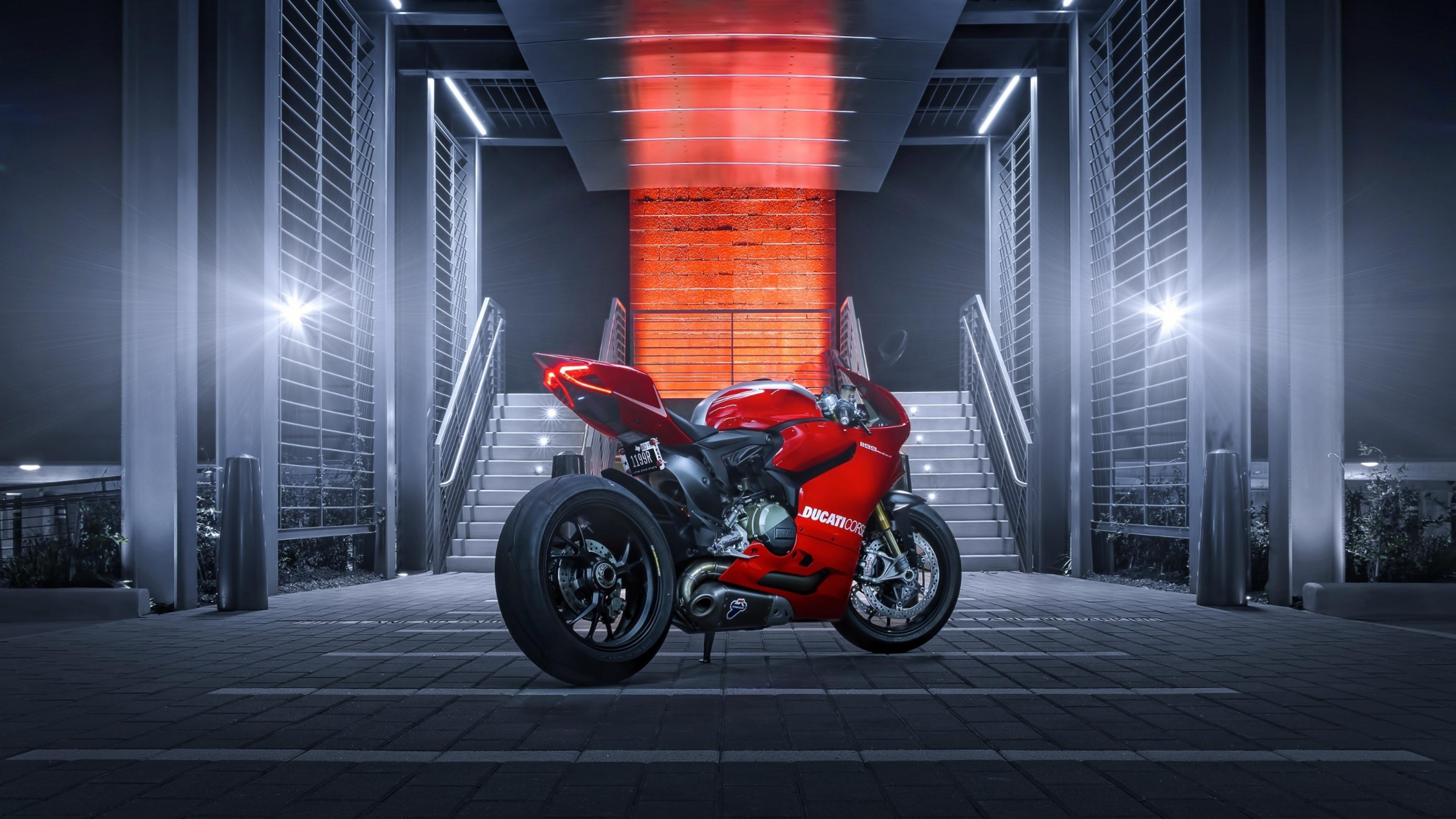 дукати красный мотоцикл в хорошем качестве