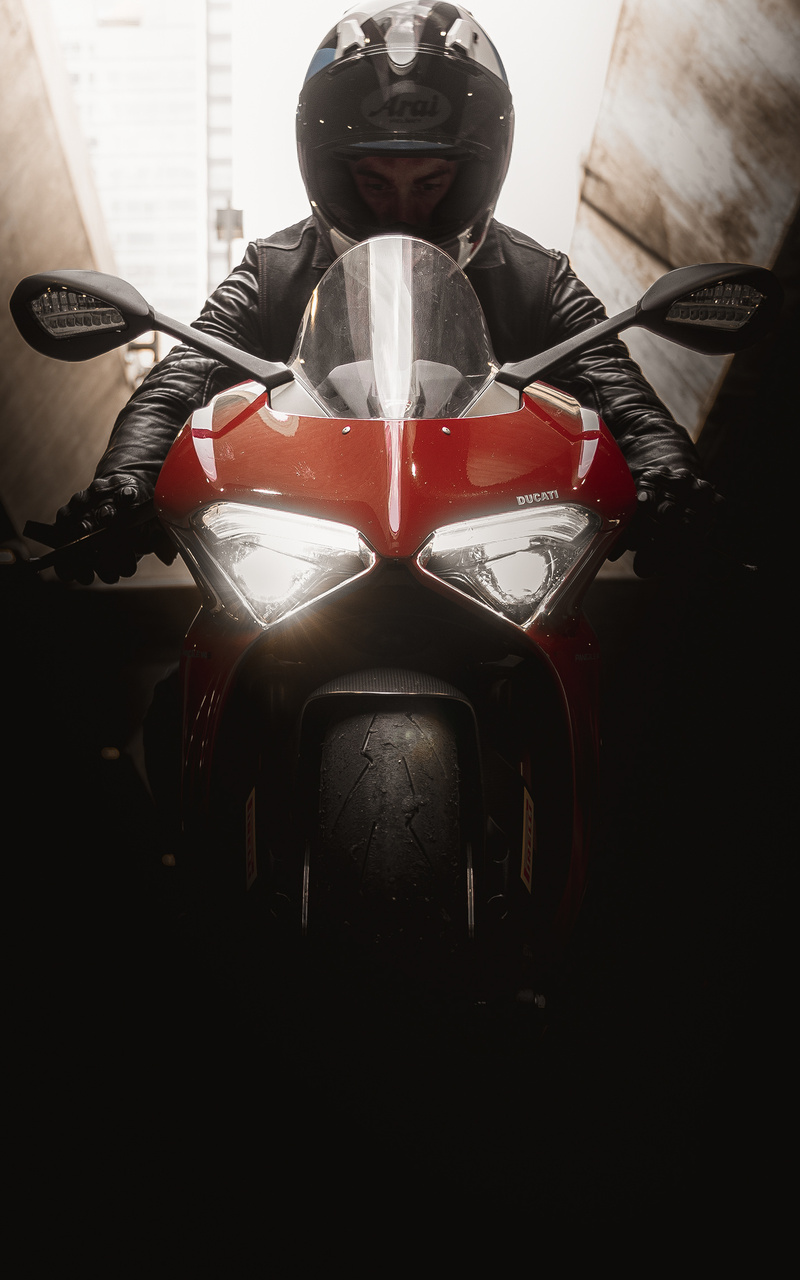 ducati-4k-rider-h6.jpg