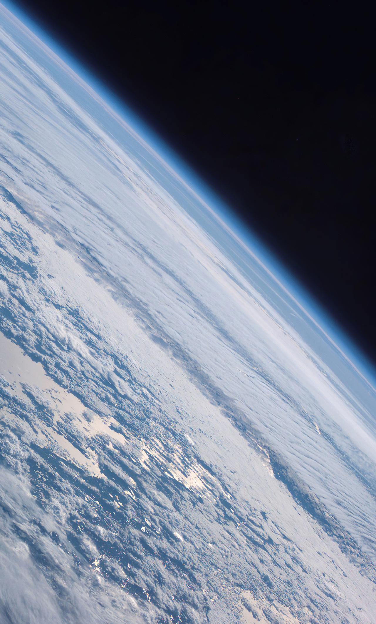 earth-space-5k-lj.jpg