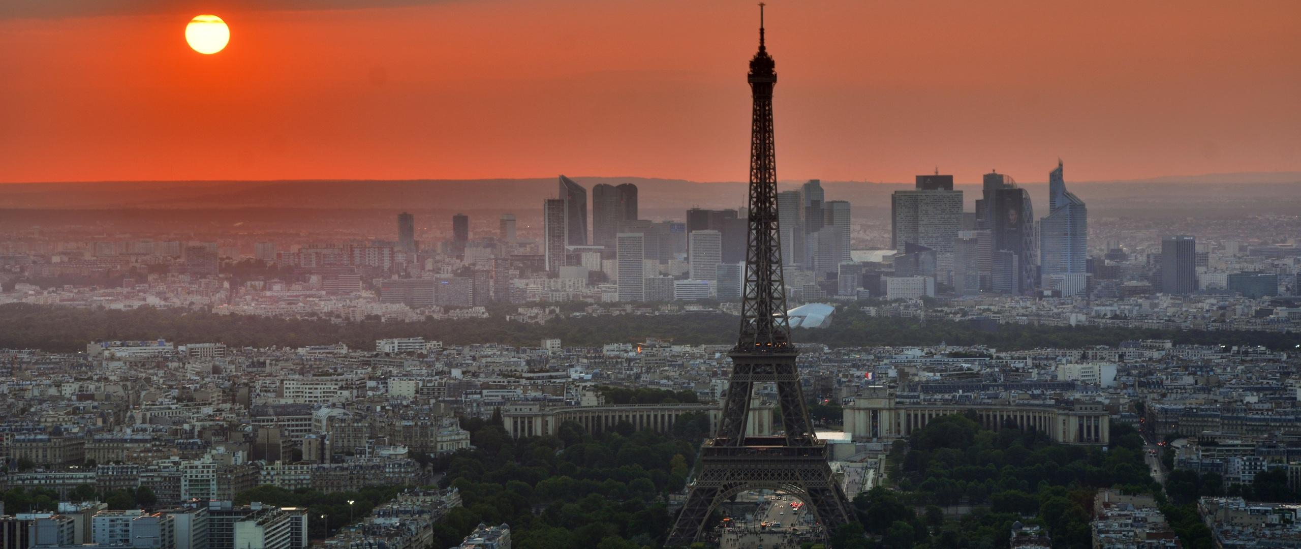 eiffel-tower-in-paris-4k-0m.jpg