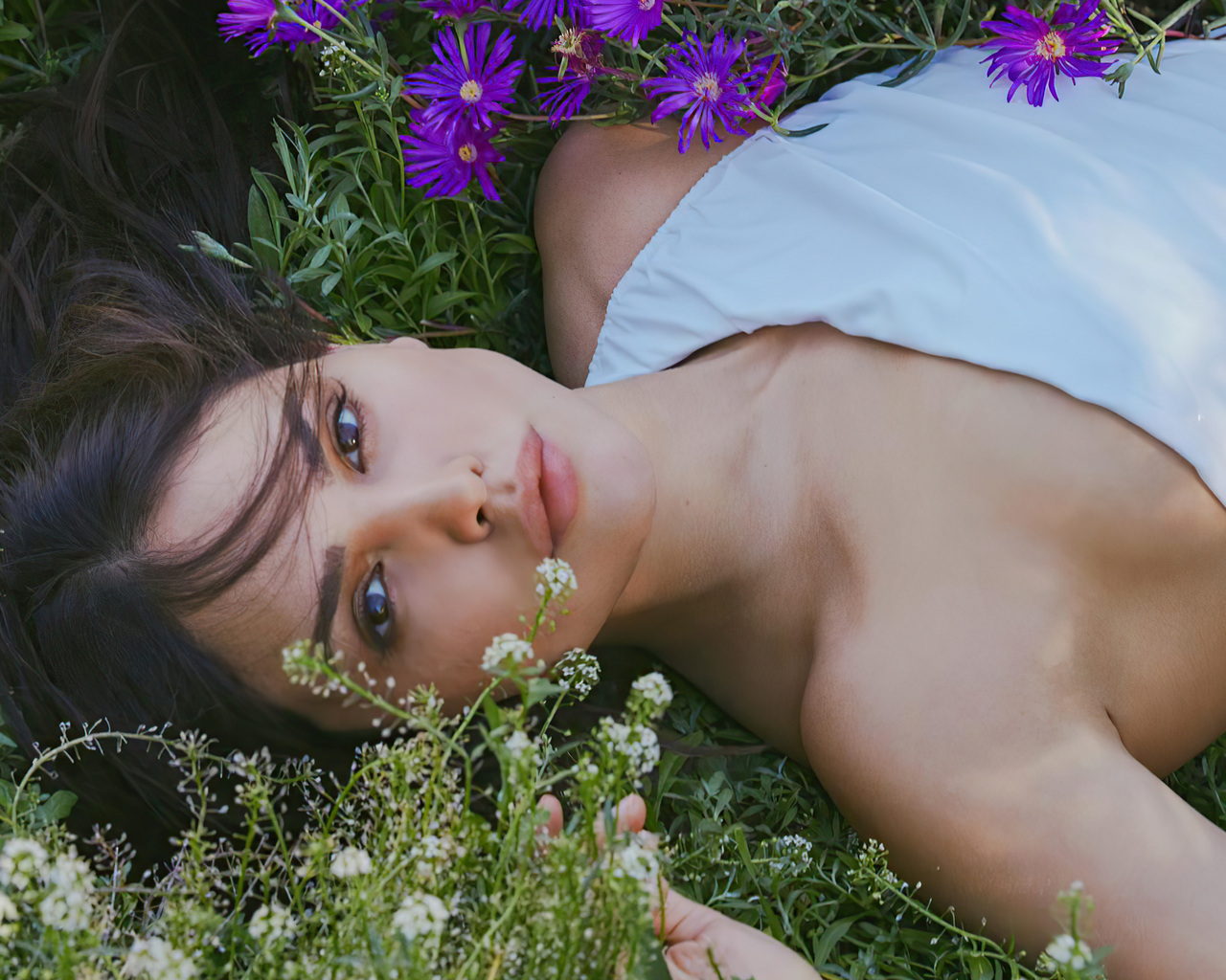eiza-gonzalez-photoshoot-for-the-amazing-magazine-n-spring-summer-2021-oj.jpg