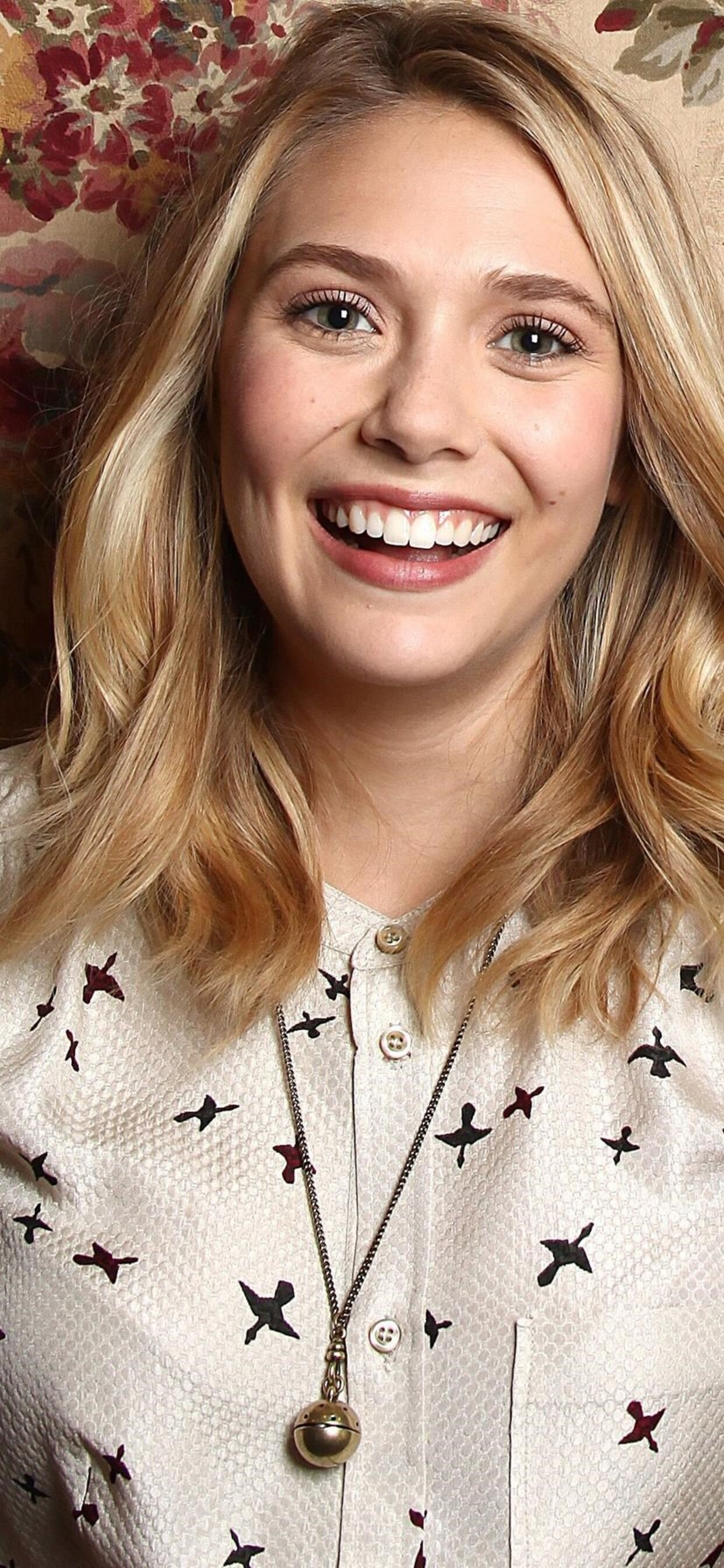 1242x2688 Elizabeth Olsen Iphone XS MAX HD 4k Wallpapers Images
