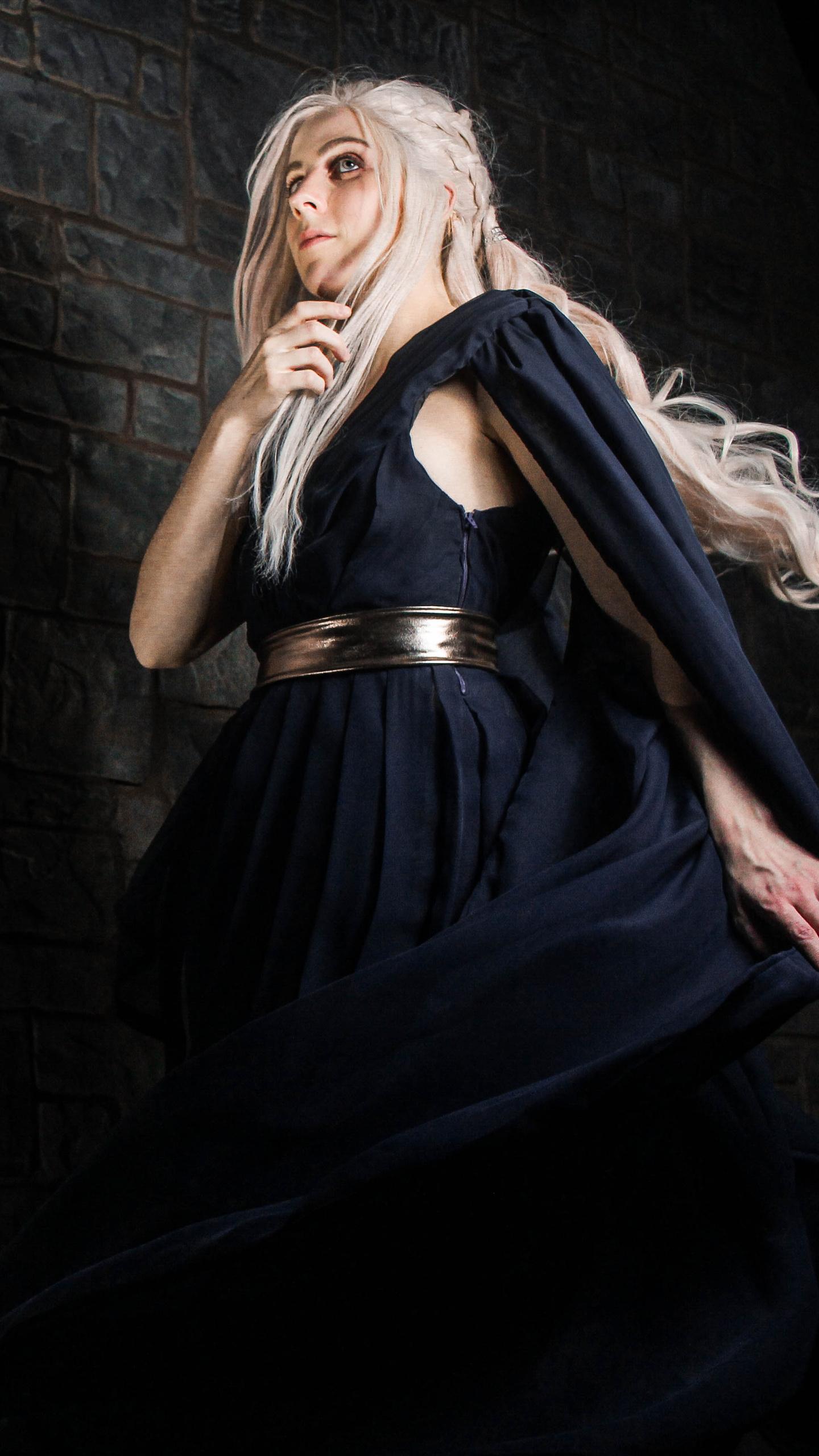 emilia-clarke-game-of-thrones-cosplay-4a.jpg