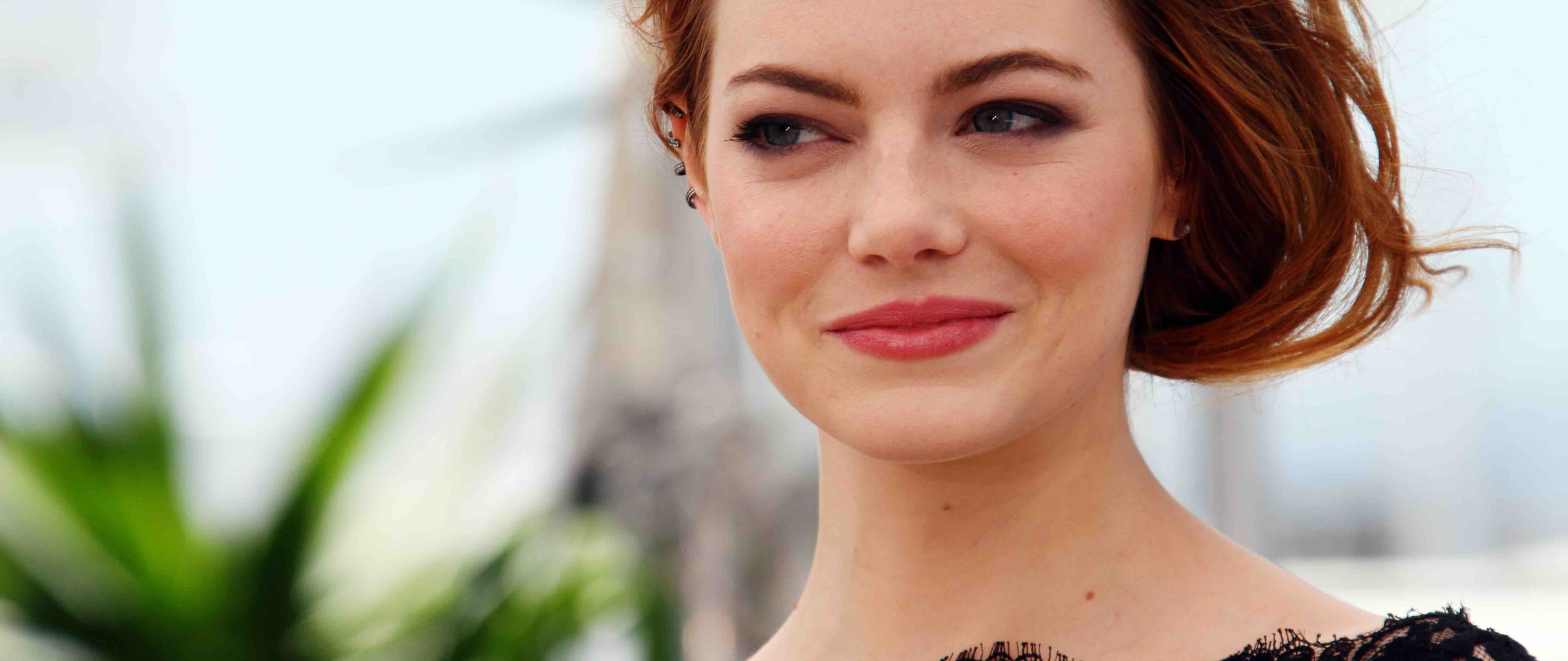 emma-stone-cute-smile-5k-dp.jpg
