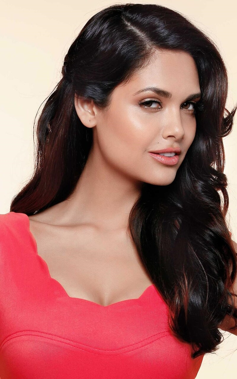Watch Esha Gupta video