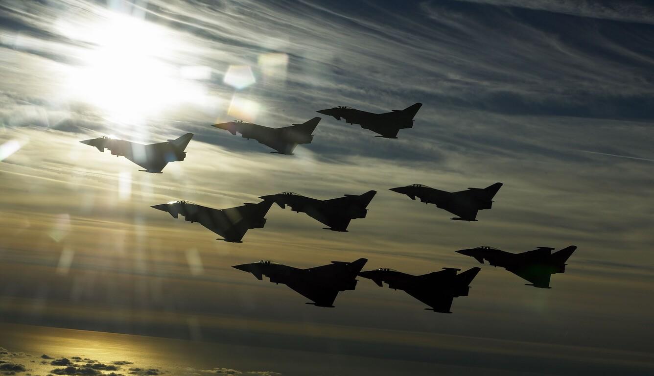 eurofighter-typhoon-flight-4k-y1.jpg
