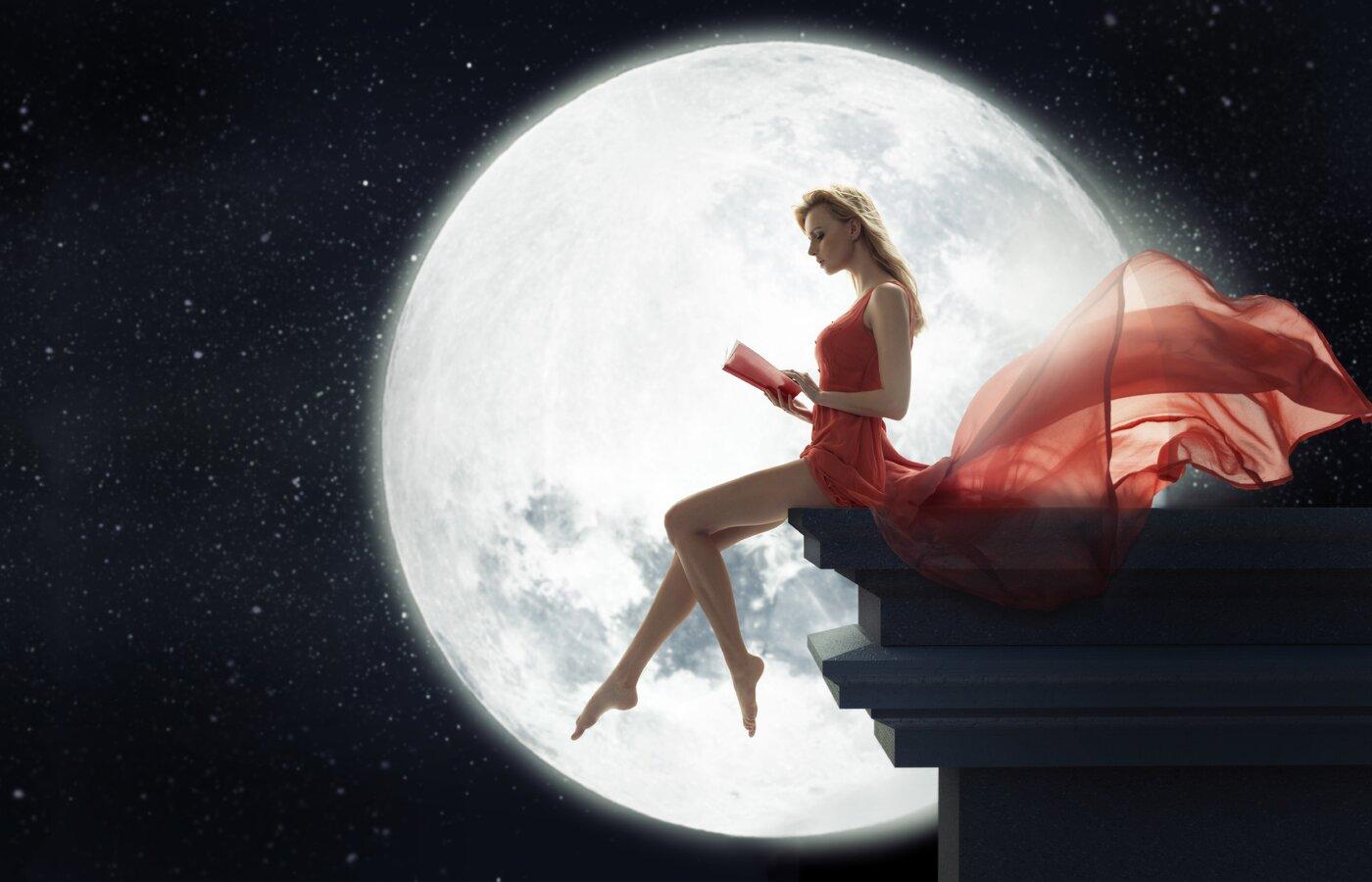 fantasy-girl-sitting-on-roof-reading-book-moon-j9.jpg