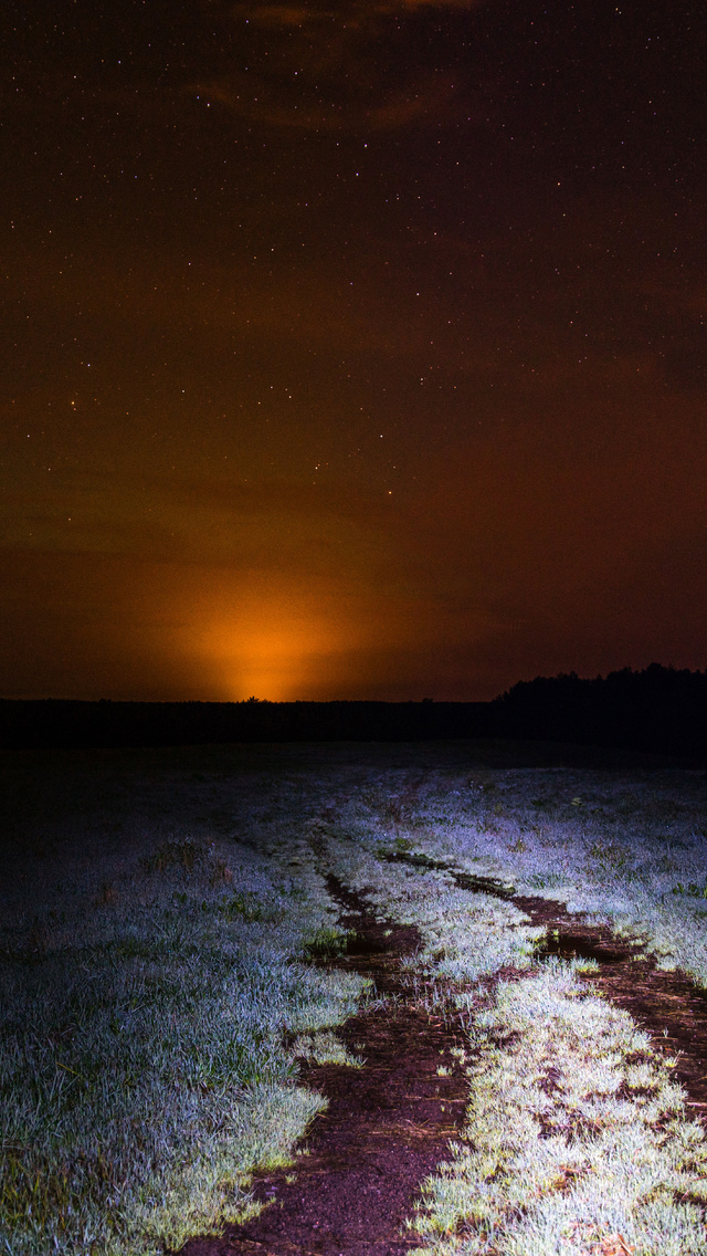 field-during-night-time-8k-z1.jpg
