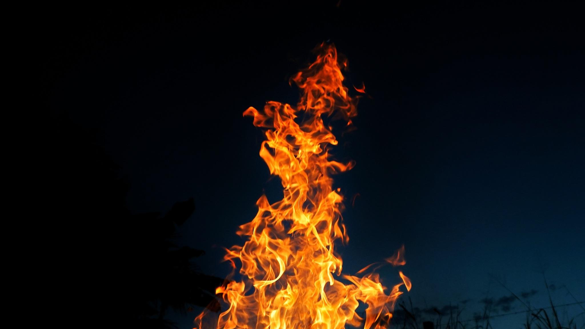 2048x1152 wallpaper free fire: 2048x1152 Fire Burning 2048x1152 Resolution HD 4k