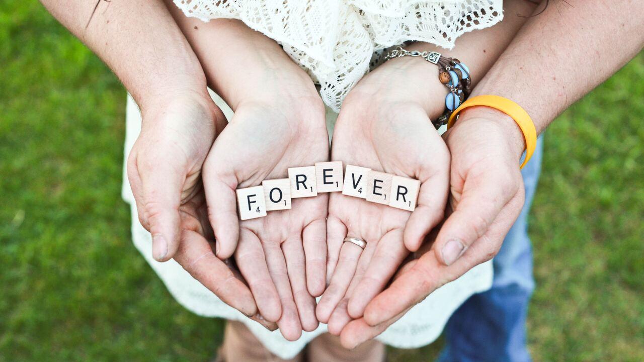forever-couple-love-4k-yf.jpg
